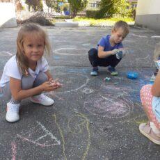 Zabawy na podwórku – gr. III